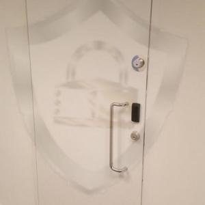 Porta anti arrombamento